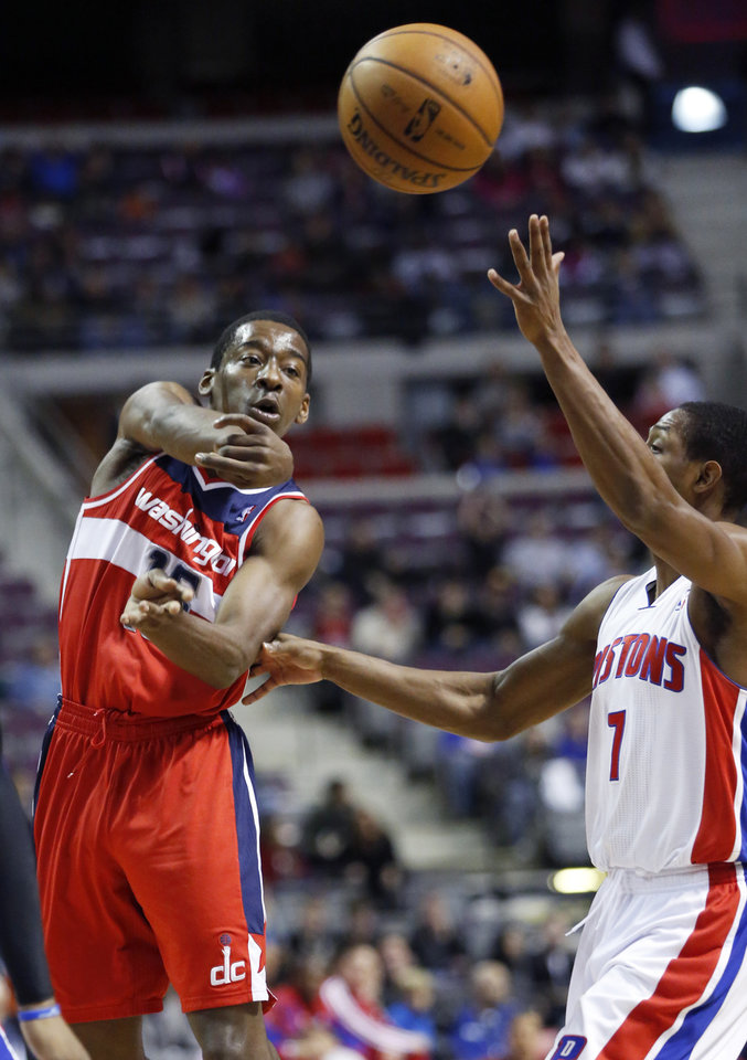 CORRECTS DATE - Washington Wizards guard Jordan Crawford (15) passes the ball against Detroit Pistons guard Brandon Knight (7) in the first half of an NBA basketball game in Auburn Hills, Mich., Friday, Dec. 21, 2012. (AP Photo/Duane Burleson)