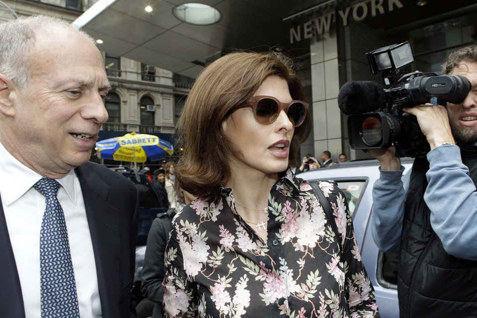 Photo -   Linda Evangelista leaves Manhattan Family Court Thursday, May 3, 2012, in New York. Evangelista is demanding that ex-boyfriend Francois-Henri Pinault pay child support for their 5-year-old son. (AP Photo/Frank Franklin II)