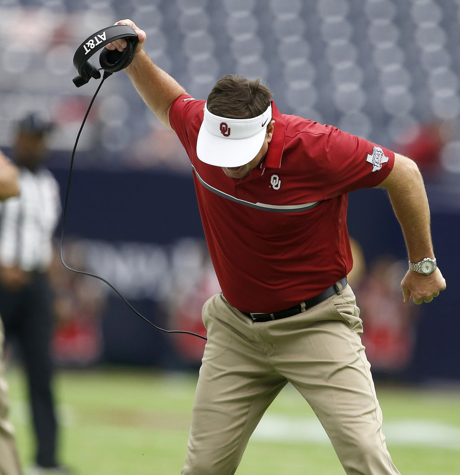 Photo - Oklahoma coach Bob Stoops reacts after a roughing the passer penalty against OU during the AdvoCare Texas Kickoff college football game between the University of Oklahoma Sooners (OU) and the Houston Cougars at NRG Stadium in Houston, Saturday, Sept. 3, 2016. Houston won 33-23. Photo by Bryan Terry, The Oklahoman