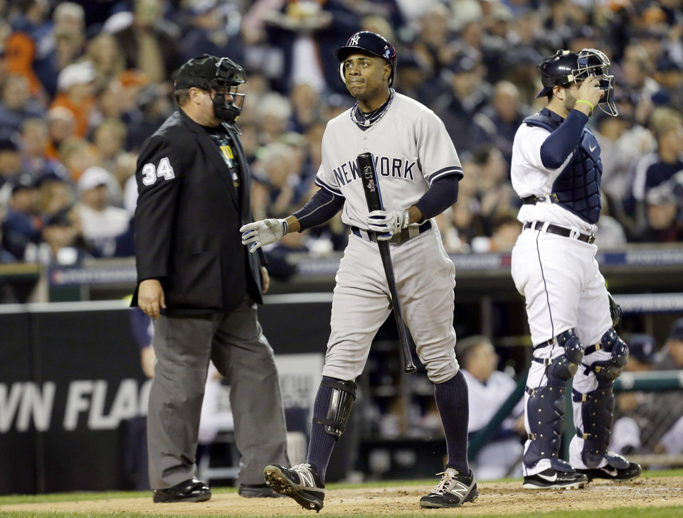 Photo -   New York Yankees' Curtis Granderson reacts after striking out in the third inning during Game 3 of the American League championship series against the Detroit Tigers Tuesday, Oct. 16, 2012, in Detroit. (AP Photo/Paul Sancya )