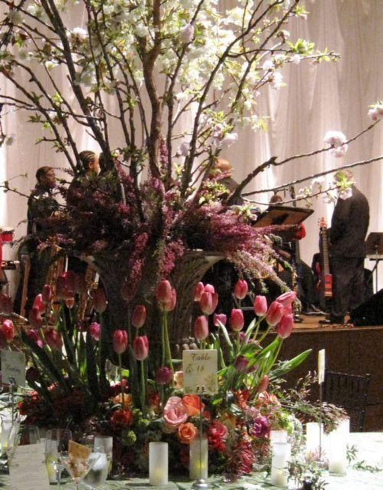 FIRST LADIES GALA....Close-up of the centerpiece. (Photo by Helen Ford Wallace).