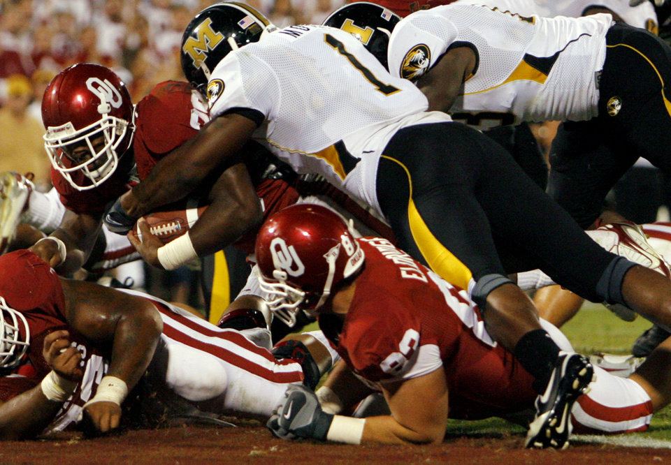 Photo - Oklahoma's Chris Brown (29) is hit by Missouri's William Moore (1) as Brown scores a touchdown during the second half of the college football game between  the University of Oklahoma Sooners (OU) and the University of Missouri Tigers (MU) at the Gaylord Family Oklahoma Memorial Stadium on Saturday, Oct. 13, 2007, in Norman, Okla.By CHRIS LANDSBERGER, The Oklahoman