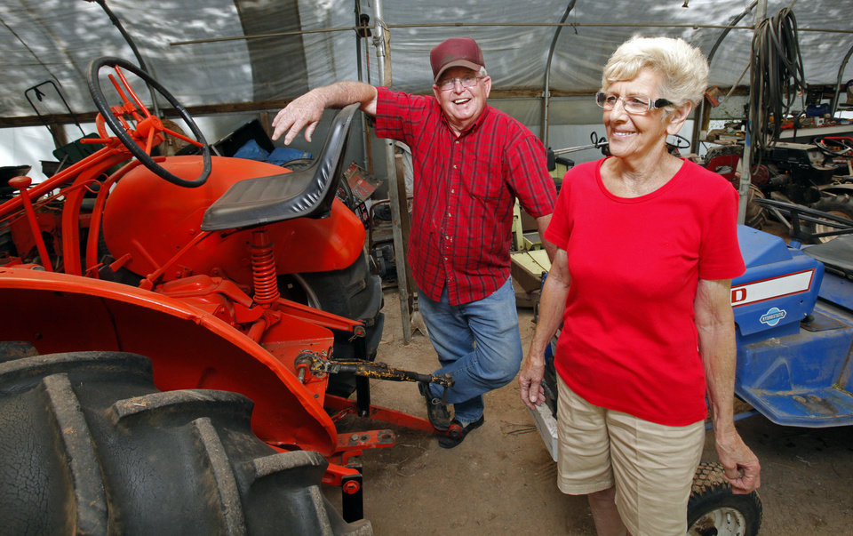 Photo - L.G. and JoAnn Wakefield on Wednesday, May 2, 2012, in Tuttle, Okla.  Photo by Steve Sisney, The Oklahoman