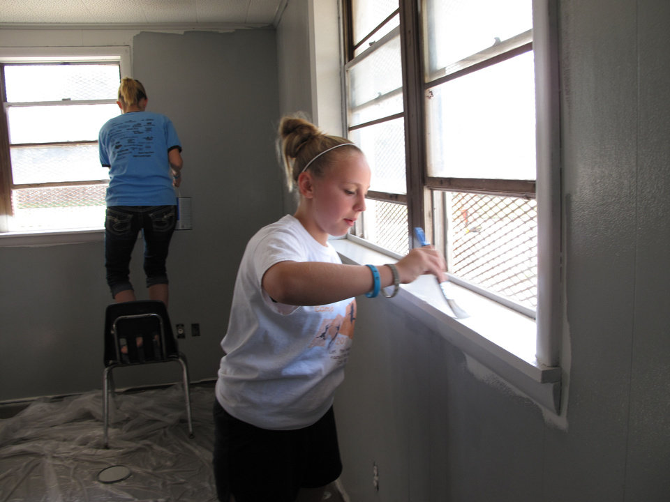 Kasidy Pemberton, 12, paints as part of a project to refurbish the prayer room in the Jesus House as a way to honor Braylee Rae Henry. <strong>CARLA HINTON - CARLA HINTON</strong>