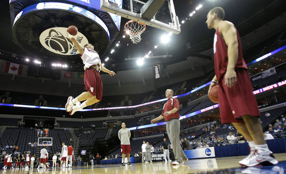Photo - OU / UNIVERSITY OF OKLAHOMA / COLLEGE BASKETBALL / NCAA TOURNAMENT / SWEET 16 / SWEET SIXTEEN: Oklahoma's Blake Griffin goes up for a dunk during media and practice day of the NCAA Men's Basketball Regional at the FedEx Forum on Thursday, March 26, 2009, in Memphis, Tenn. Oklahoma will play Syracuse on Friday in the Sweet 16.  PHOTO BY CHRIS LANDSBERGER, THE OKLAHOMAN  ORG XMIT: KOD