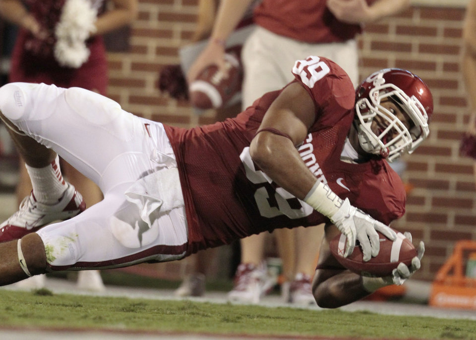 Photo - Oklahoma's Austin Haywood tries to stretch to the end zone during the Sooners' game vs. Missouri on Saturday in Norman. Photo by Steve Sisney, The Oklahoman