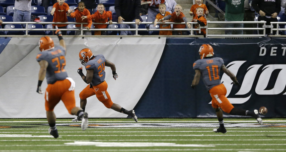 Photo - Bowling Green's William Houston (32) and Herve Coby (10) chase teammate BooBoo Gates (24) after his 94-yard kickoff return for a touchdown to start the third quarter of the Little Caesars Pizza Bowl NCAA college football game against Pittsburgh, Thursday, Dec. 26, 2013, in Detroit. (AP Photo/Carlos Osorio)