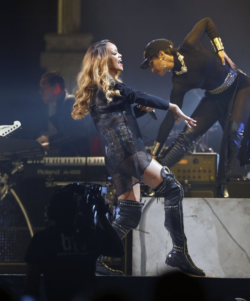 Rihanna performs in concert on Monday, May 6, 2013 in Boston. (Photo by Bizuayehu Tesfaye/Invision/AP) ORG XMIT: MABT102