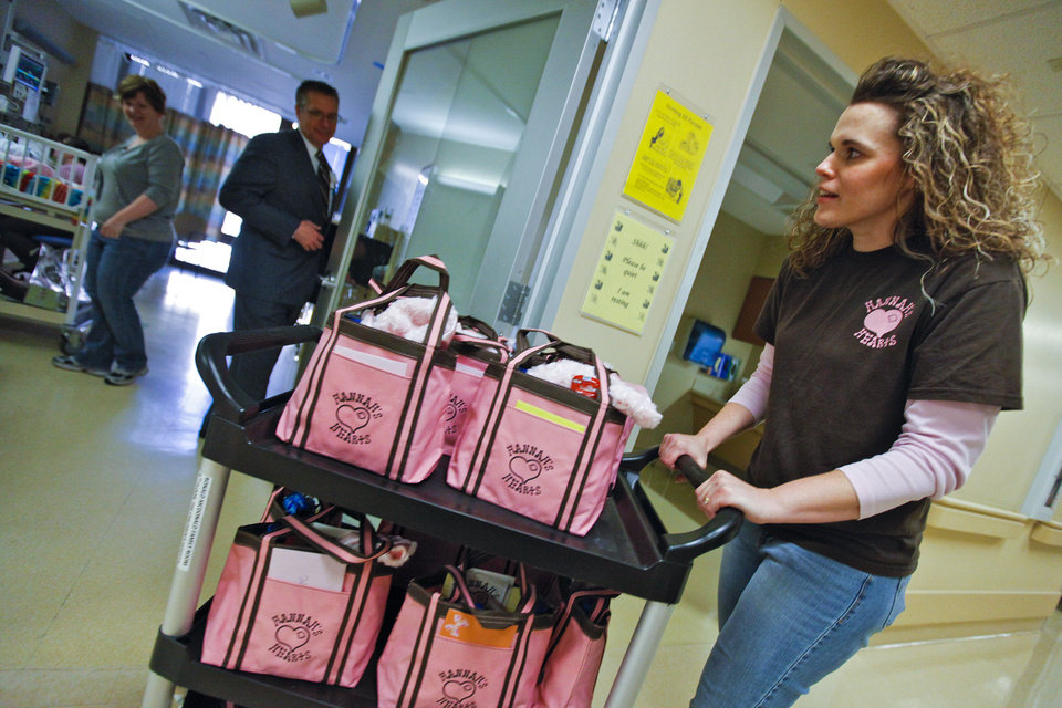 Photo - Deonna Linsky delivers Hannah's Hearts bags to families in the neonatal intensive care unit on Monday at OU Medical Center's Children's Hospital.  CHRIS LANDSBERGER - CHRIS LANDSBERGER