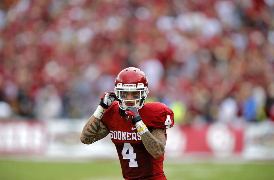 Photo - OU's Kenny Stills (4) during the Red River Rivalry college football game between the University of Oklahoma (OU) and the University of Texas (UT) at the Cotton Bowl in Dallas, Saturday, Oct. 13, 2012. Photo by Chris Landsberger, The Oklahoman
