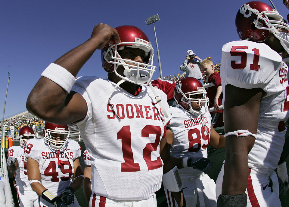 Photo - Oklahoma's Paul Thompson (12) takes to the field before the start of the Baylor game during the University of Oklahoma Sooners (OU) college football game against Baylor University Bears (BU) at Floyd Casey Stadium, on Saturday, Nov. 18, 2006, in Waco, Texas.     by Chris Landsberger, The Oklahoman