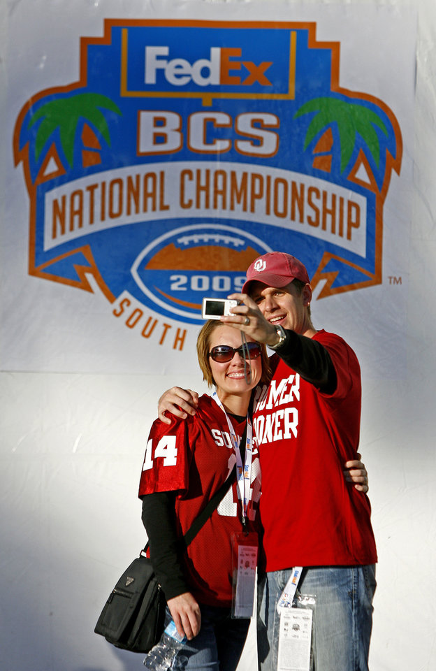Photo - Dylan and Rachel Cole of Moore, Okla., take their photo outside Dolphin Stadium before the BCS National Championship college football game between the University of Oklahoma Sooners (OU) and the University of Florida Gators (UF) on Thursday, Jan. 8, 2009, at Dolphin Stadium in Miami Gardens, Fla. 