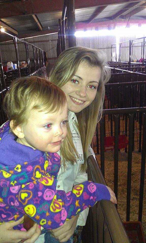 DCLA Junior FFA Officer Emily Ray shares the stock show experience with her niece, Cambree Hadley.