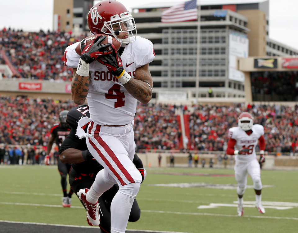Photo - Oklahoma's Kenny Stills (4) catches a touchdown pass during a college football game between the University of Oklahoma (OU) and Texas Tech University at Jones AT&T Stadium in Lubbock, Texas, Saturday, Oct. 6, 2012. The touchdown was Landry Jones' 100th touchdown pass. Photo by Bryan Terry, The Oklahoman