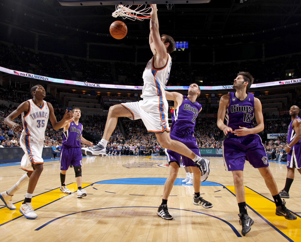Photo - Oklahoma City's Nenad Krstic dunks the ball between beside Kevin Durant, left, Sacramento's Beno Udrih, Spencer Hawes, and Omri Casspi,  during the NBA basketball game between the Oklahoma City Thunder and the Sacramento Kings at the Ford Center in Oklahoma City, Tuesday, March 2, 2010.  Photo by Bryan Terry, The Oklahoman