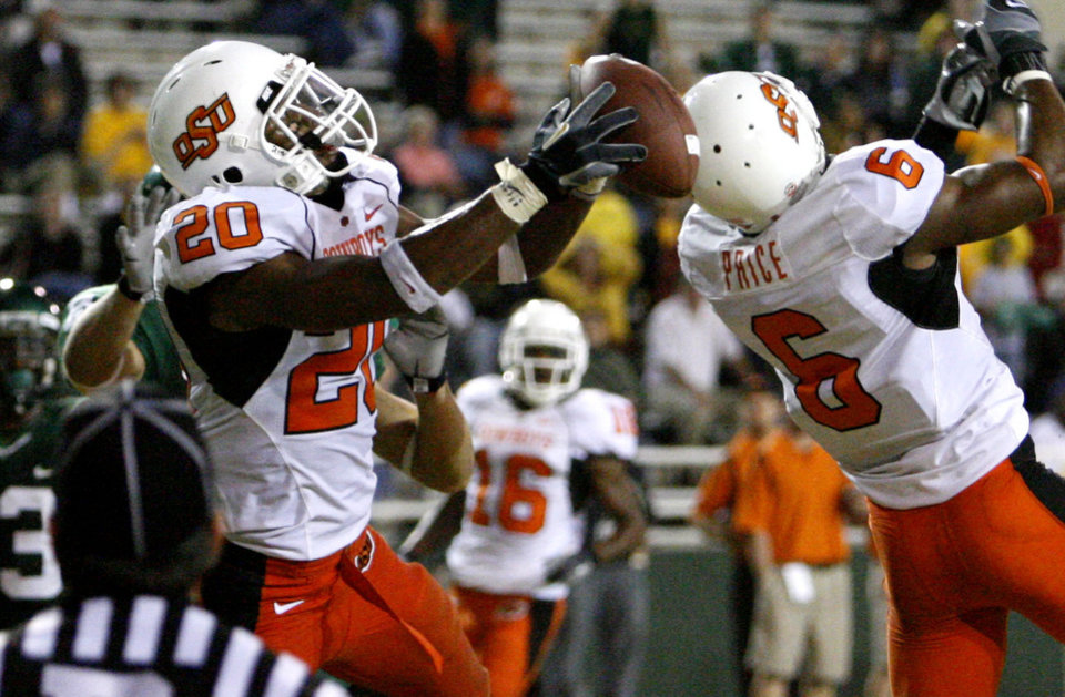 Photo - Andre Sexton intercepts a Blake Szymanski pass in the end zone during the second half of the  college football game between Oklahoma State University and Baylor University at Floyd Casey Stadium in Waco, Texas, Saturday, Nov. 17, 2007. BY STEVE SISNEY, THE OKLAHOMAN