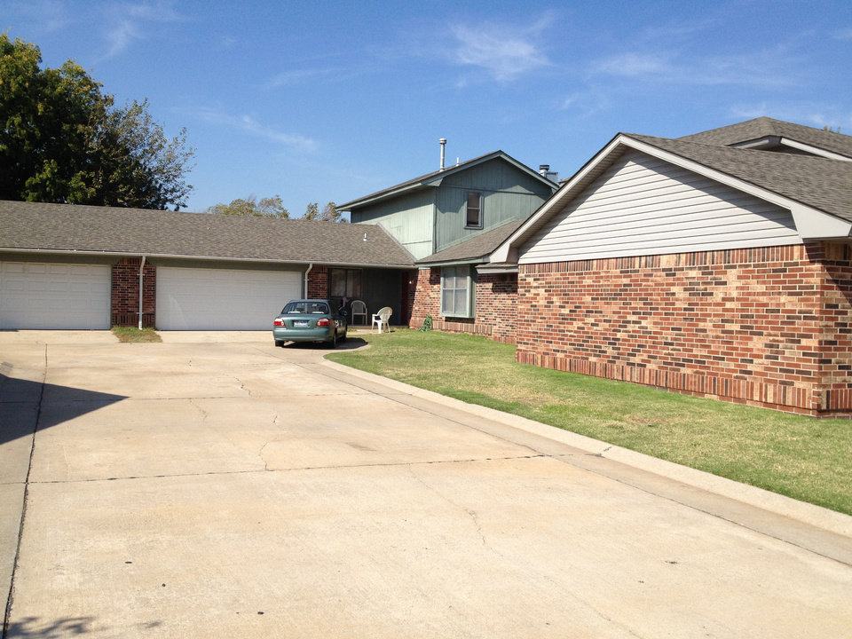 Photo - Police were called at 11:45 p.m. Saturday, Oct. 20,2012 to 9409 Eagle Hill Drive in northwest Oklahoma City after a man was found shot to death on a couch inside the home. A 3-year-old child was next to the man on the couch, unharmed, police said.      Juliana Keeping