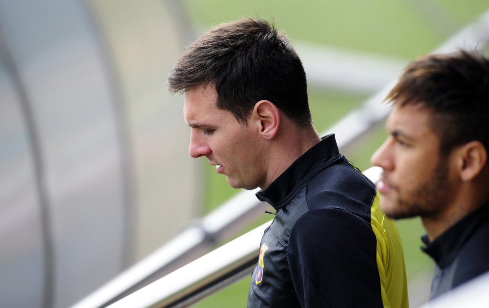 FC Barcelona's Lionel Messi, from Argentina, left, and Neymar, from Brazil, right, attend a a training session at the Sports Center FC Barcelona Joan Gamper in San Joan Despi, Spain, Monday, March 31, 2014. FC Barcelona will face Atletico Madrid in a first leg quarter-final Champions League soccer match on April 1. (AP Photo/Manu Fernandez)