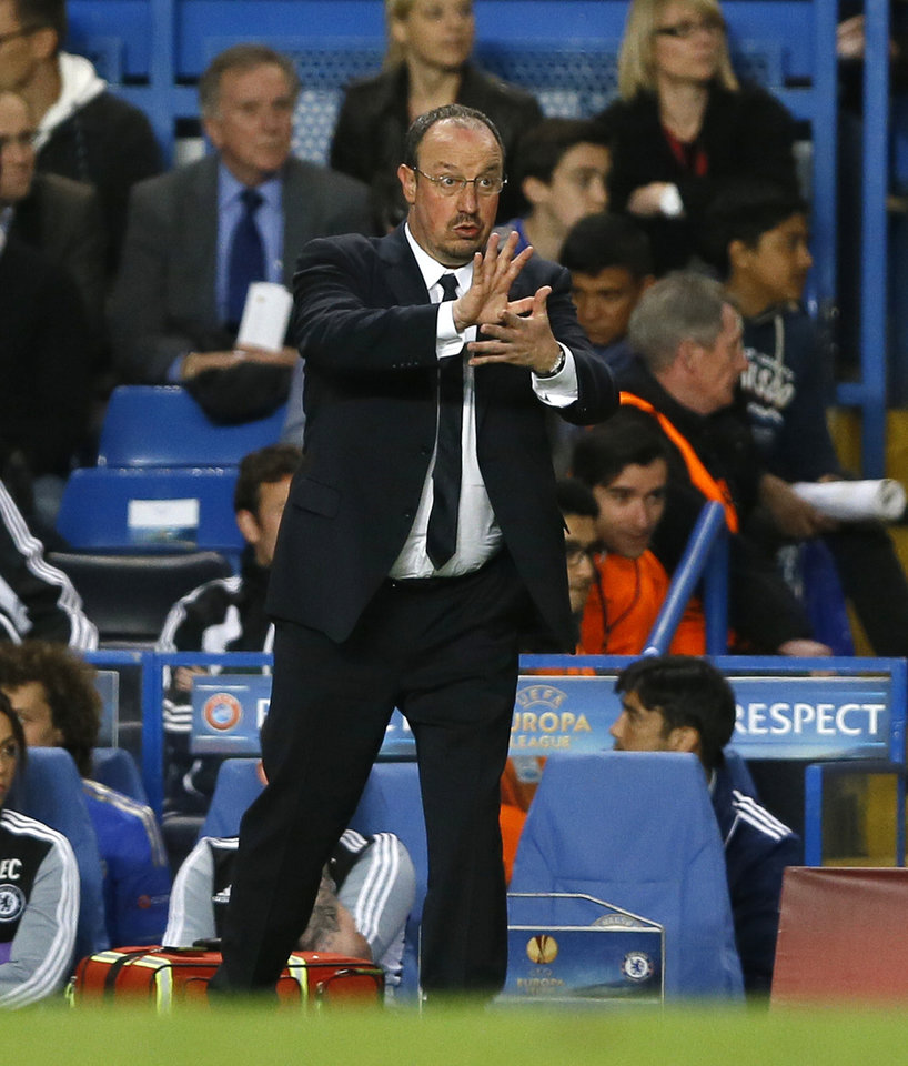 Chelsea\'s interim first team manager Rafael Benitez gestures to his team as they play Basel during their Europa League semifinal second leg soccer match, at Chelsea\'s Stamford Bridge stadium in London, Thursday, May 2, 2013. (AP Photo/Kirsty Wigglesworth)