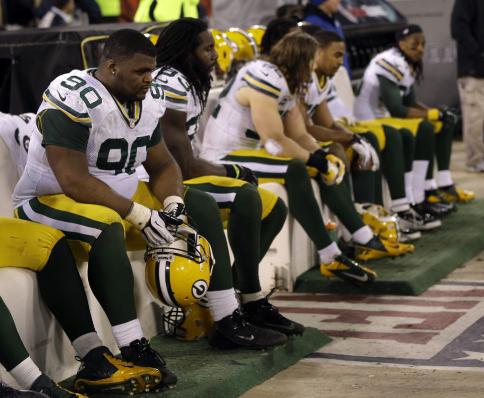 Green Bay Packers players sit on the bench during the fourth quarter of an NFC divisional playoff NFL football game against the San Francisco 49ers in San Francisco, Saturday, Jan. 12, 2013. (AP Photo/Marcio Jose Sanchez)
