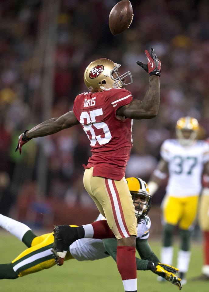 San Francisco 49ers tight end Vernon Davis (85) is unable to come up with the catch against the Green Bay Packers in the first half of an NFC divisional playoff NFL football game on Saturday, Jan. 12, 2013, in San Francisco. (AP Photo/The Sacramento Bee, Hector Amezcua)