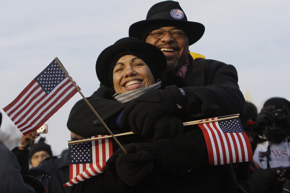 Photo - Pamela and Ronald Ingram wait cheerfully on the National Mall Tuesday, Jan. 20, 2009, before the swearing-in ceremony of President-elect Barack Obama. Pamela lives in Dallas, Texas; her husband Ronald lives in Triangle, Va. (AP Photo/Matt Rourke)