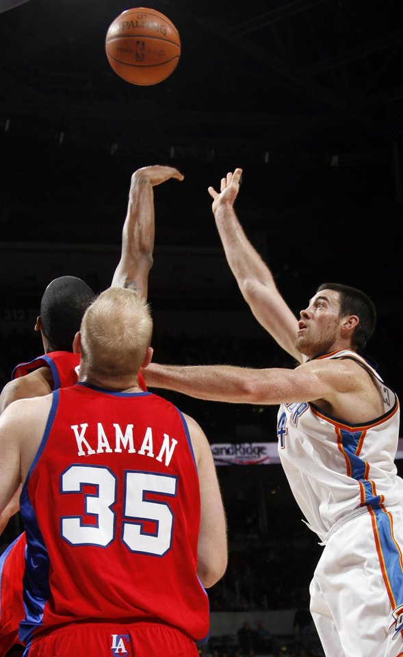 Photo - Nick Collison of the Thunder takes a shot in the first quarter of the NBA basketball game between the Oklahoma City Thunder and the Los Angeles Clippers at the Ford Center in Oklahoma City, Wednesday, Nov. 19, 2008. BY NATE BILLINGS, THE OKLAHOMAN
