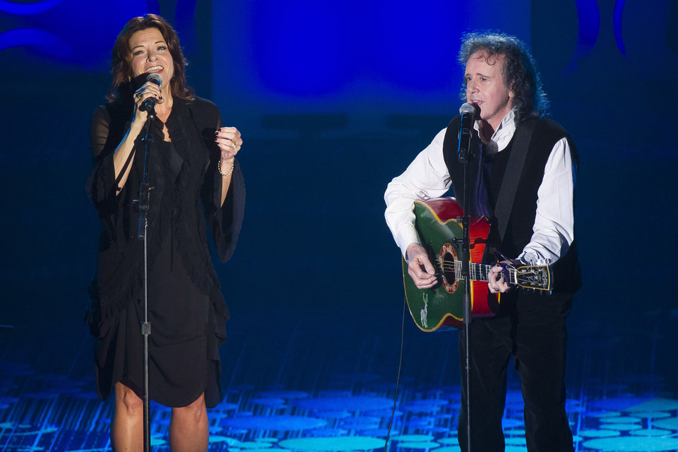Photo - Rosanne Cash and Donovan perform at the Songwriters Hall of Fame Awards on Thursday, June 12, 2014 in New York. (Photo by Charles Sykes/Invision/AP)