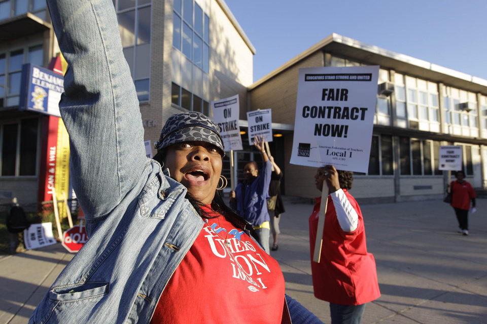 Photo -   Chicago teachers walk a picket line outside Benjamin Banneker Elementary School in Chicago, Monday, Sept. 10, 2012, after they went on strike for the first time in 25 years. Union and district officials failed to reach a contract agreement despite intense weekend negotiations. (AP Photo/M. Spencer Green)