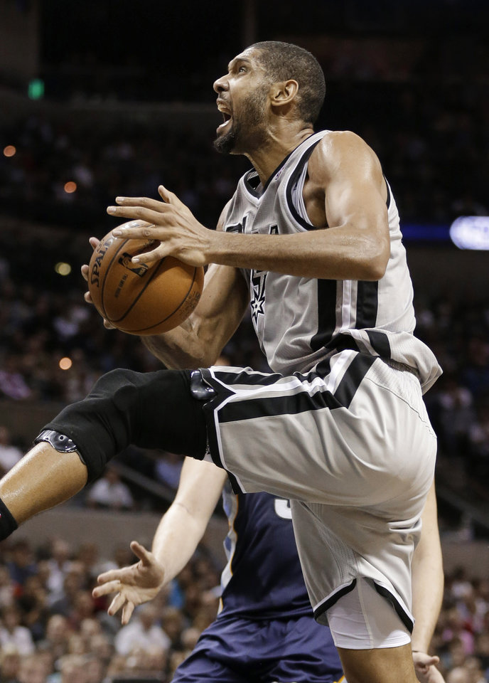 San Antonio Spurs' Tim Duncan drives to the basket during the second quarter of an NBA basketball game against the Memphis Grizzlies, Saturday, Dec. 1, 2012, in San Antonio. (AP Photo/Eric Gay)