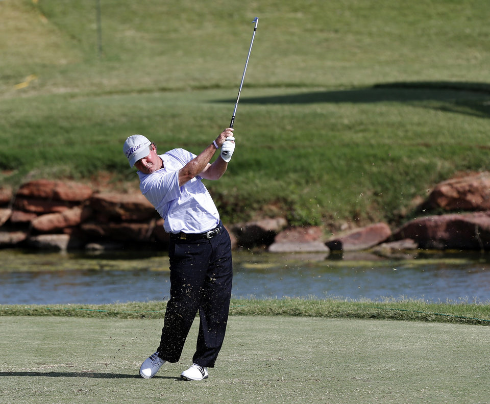 Photo - Gene Sauers hits off the tee on the 17th hole during a 3-hole playoff in the final round of the U.S. Senior Open golf tournament at Oak Tree National in Edmond, Okla., Sunday, July 13, 2014. Photo by Sarah Phipps, The Oklahoman