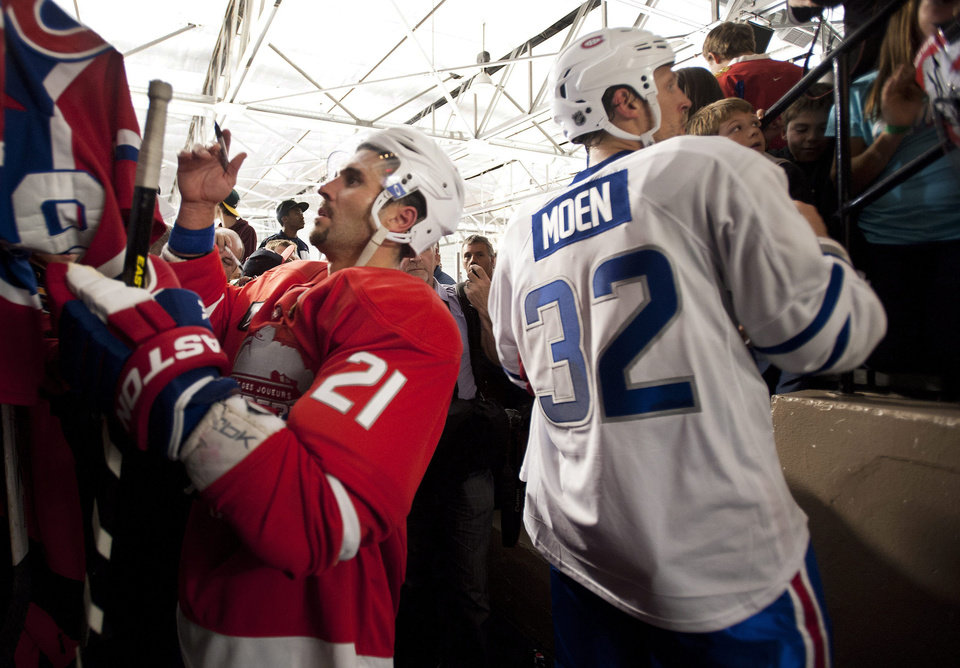 Photo -   Montreal Canadiens' Brian Gionta, left, and Travis Moen sign autographs following a charity hockey game in Chateauguay, Quebec, Thursday, Sept. 27, 2012. The NHL canceled the rest of the preseason Thursday, just a day before negotiations were set to resume in an effort to end the lockout. (AP Photo/The Canadian Press, Graham Hughes)