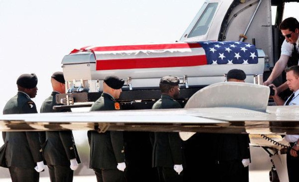 MILITARY / SOLDIER'S REMAINS / FORT SILL: The remains of U.S. Army SSgt. Travis Tompkins arrived in a flag-draped casket on a small jet that arrived at Henry Post Army Airfield  on Ft. Sill around 12 :45 Wednesday afternoon, March 23, 2011.  He died March 16 of wounds sustained in an attack the previous day when enemy forces attacked his unit in Afghanistan with a rocket-propelled grenade.  His funeral is scheduled for Friday.   Photo by Jim Beckel, The Oklahoman ORG XMIT: KOD