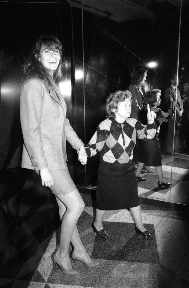 Photo -   FILE - In this Jan. 12, 1988 file photo, sex therapist Dr. Ruth Westheimer holds hands with Model Carol Alt, left, at a reception at New York's Stringfellows nightclub to celebrate the 100th episode of the show