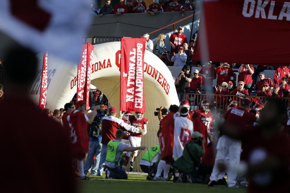 Photo - Sooners enter the field for a college football game between the University of Oklahoma Sooners (OU) and the TCU Horned Frogs at Gaylord Family-Oklahoma Memorial Stadium in Norman, Okla., on Saturday, Oct. 5, 2013. Photo by Steve Sisney, The Oklahoman