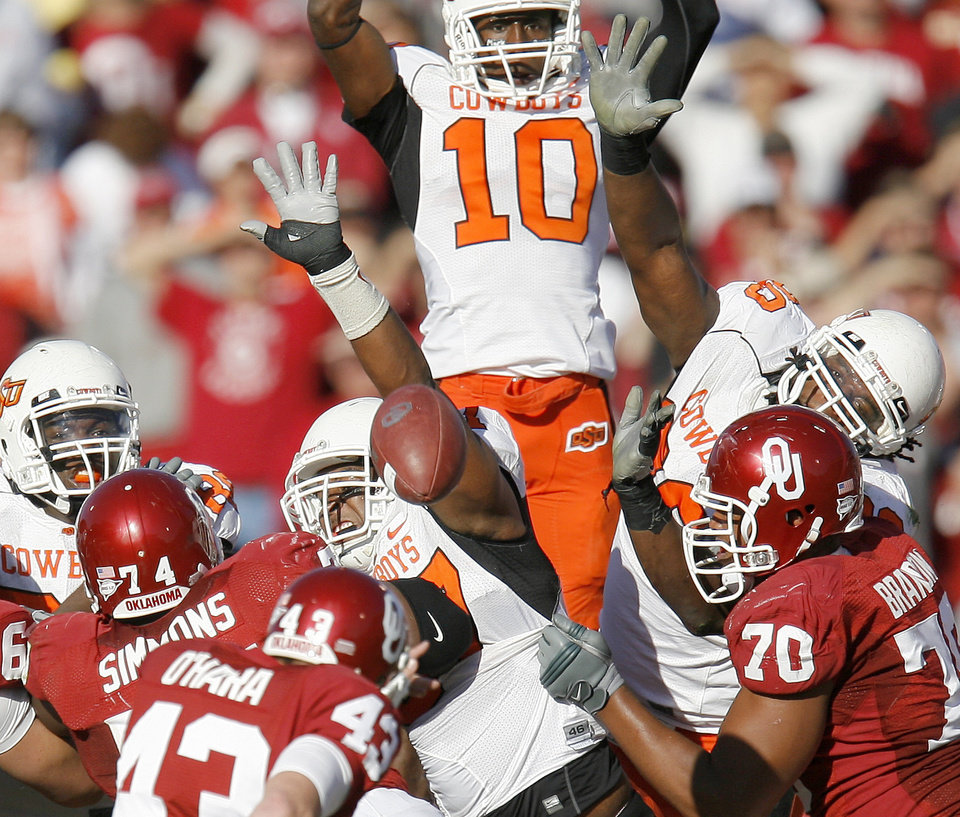 Photo - OSU defenders block a field goal attempt during the second half of the Bedlam college football game between the University of Oklahoma Sooners (OU) and the Oklahoma State University Cowboys (OSU) at the Gaylord Family-Oklahoma Memorial Stadium on Saturday, Nov. 28, 2009, in Norman, Okla.