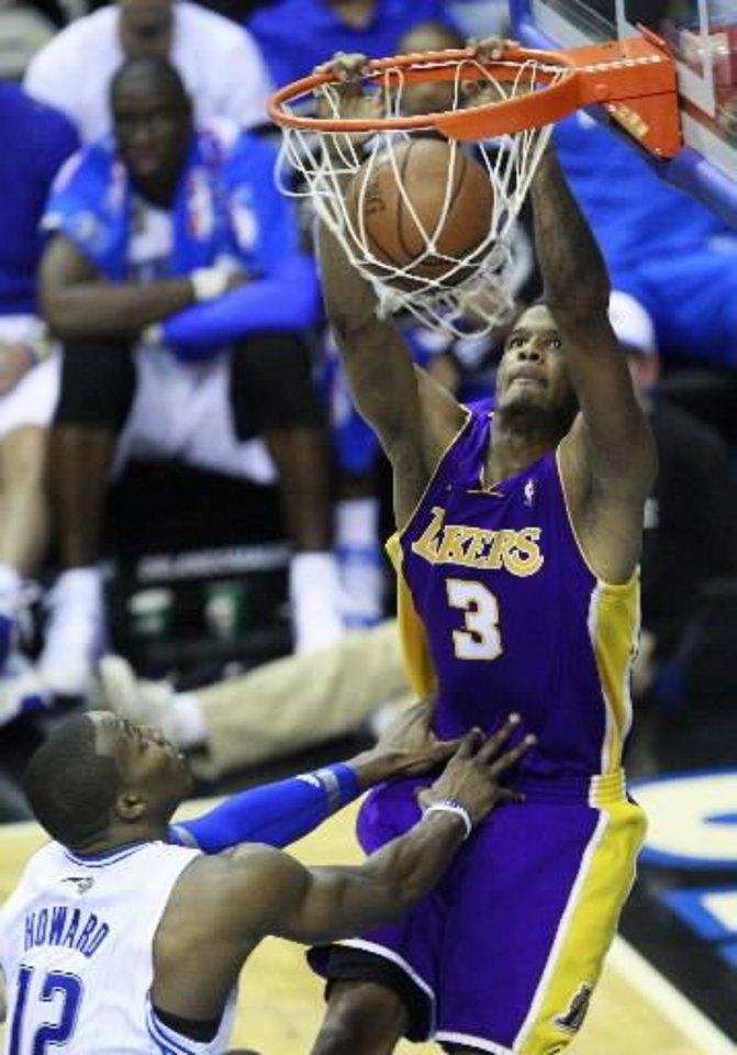 Los Angeles Lakers'  Trevor  Ariza (3) dunks against the Orlando Magic in the fourth quarter of Game 5 of the NBA basketball finals Sunday, June 14, 2009, in Orlando, Fla. (AP Photo/John Bazemore)