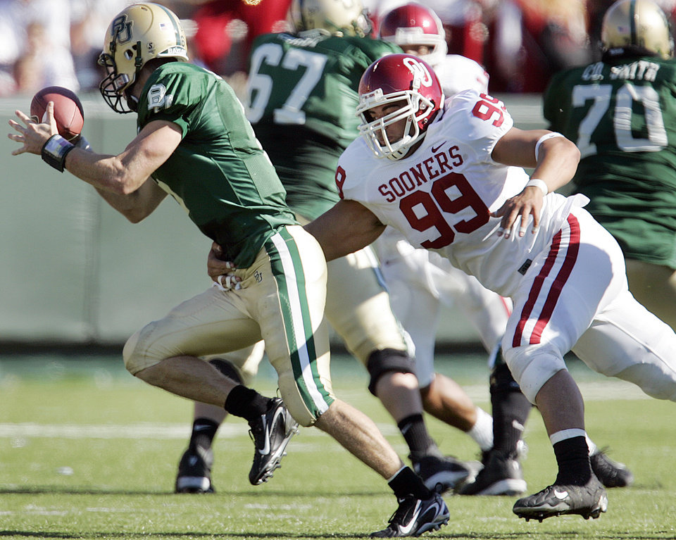 Photo - Oklahoma's C.J Ah You (99) chases down Baylor quarterback Blake Szymanski (6) in the second half during the University of Oklahoma Sooners (OU) college football game against Baylor University Bears (BU) at Floyd Casey Stadium, on Saturday, Nov. 18, 2006, in Waco, Texas.     by Chris Landsberger, The Oklahoman
