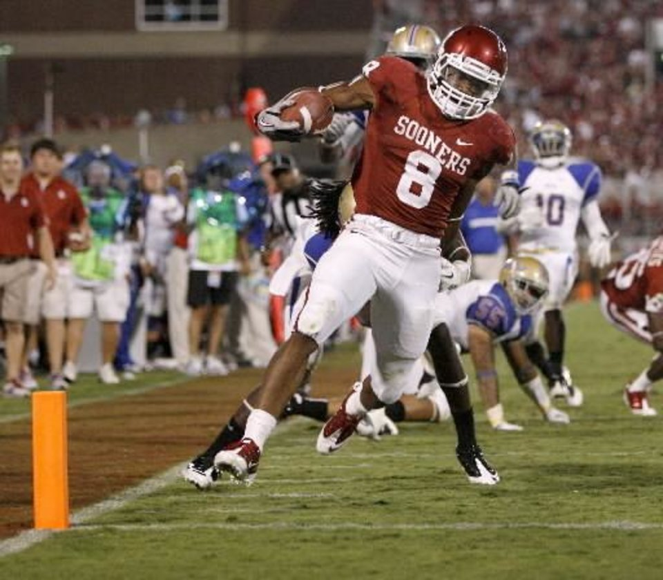 Photo - Oklahoma's Dominique Whaley (8) scores a touchdown in the third quarter of the college football game between the University of Oklahoma Sooners (OU) and the Tulsa University Hurricanes (TU) at the Gaylord Family-Memorial Stadium on Saturday, Sept. 3, 2011, in Norman, Okla. Oklahoma won 47-14. Photo by Bryan Terry, The Oklahoman ORG XMIT: KOD
