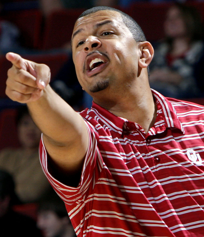 Photo - OU / EXHIBITION / PRESEASON / COLLEGE FOOTBALL: University of Oklahoma head coach Jeff Capel shouts instructions to his team during their game against Cameron at Lloyd Noble Center in Norman on Saturday, Nov. 8, 2008. By John Clanton, The Oklahoman  ORG XMIT: KOD
