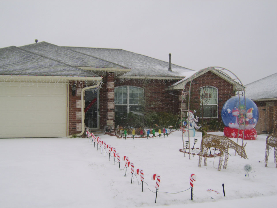 My House With The Snow<br/><b>Community Photo By:</b> Brittany Moore<br/><b>Submitted By:</b> Brittany, Midwest City
