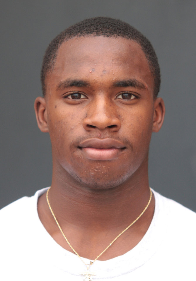 Photo - COLLEGE FOOTBALL RECRUIT WHO COMMITTED TO OU, UNIVERSITY OF OKLAHOMA FOOTBALL PROGRAM:  Lancaster High School defensive back Demontre Hurst (cq). ORG XMIT: *S1944AF4E*