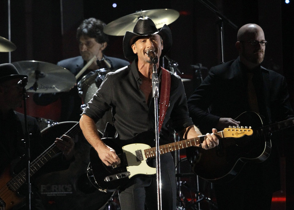 Photo -   Tim McGraw performs his new song,
