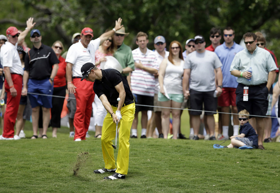 Photo - Morgan Hoffman hits out of the rough onto the second green during the third round of the Byron Nelson Championship golf tournament, Saturday, May 17, 2014, in Irving, Texas. (AP Photo/Tony Gutierrez)