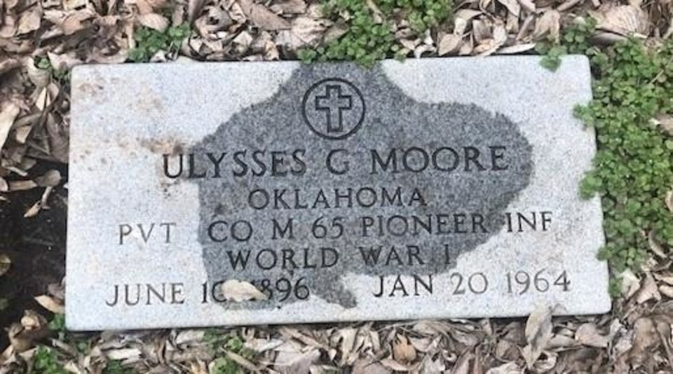 Photo -  U.G. Moore's military grave marker in the back yard of the home where it was discovered. [OKLAHOMAN ARCHIVES]