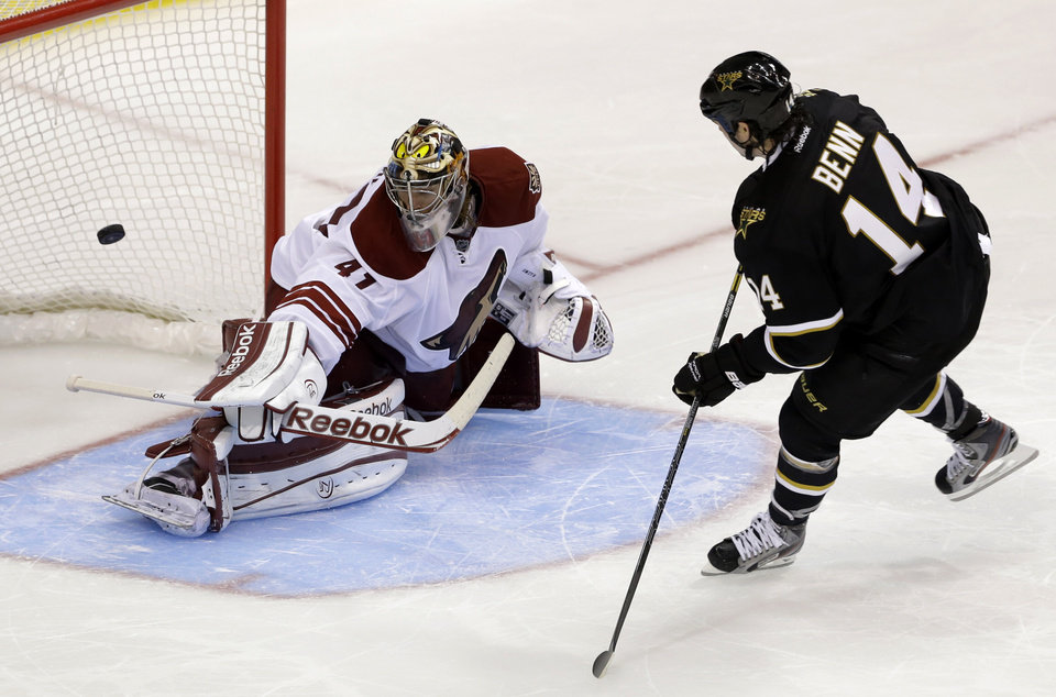 Dallas Stars\' Jamie Benn (14) scores a shootout goal against Phoenix Coyotes goalie Mike Smith (41) during an NHL hockey game on Friday, Feb. 1, 2013, in Dallas. The goal helped the Stars to a 4-3 win. (AP Photo/Tony Gutierrez)