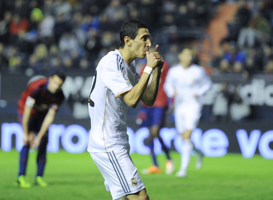 Photo - Real Madrid's Angel Di Maria of Argentina celebrates his goal during their Spanish Copa del Rey round-16 second leg soccer match between Osasuna and Real Madrid at El Sadar stadium, in Pamplona northern Spain, Wednesday, Jan. 15, 2014. (AP Photo/Alvaro Barrientos)