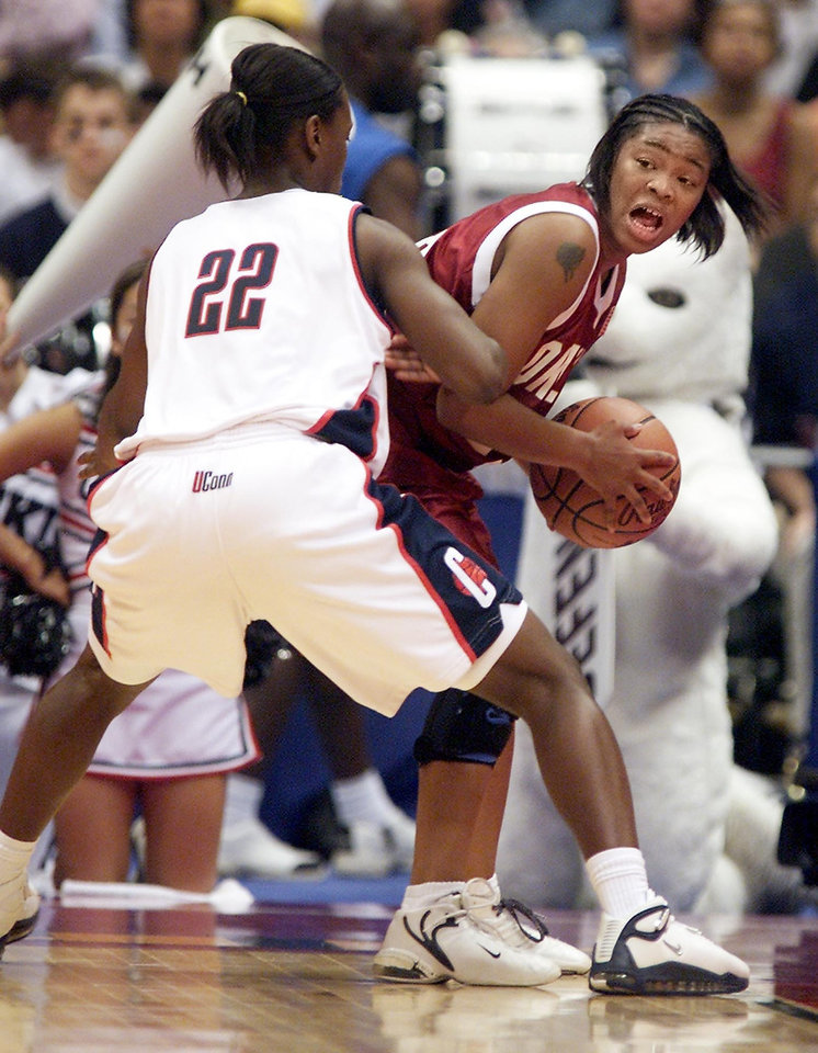 Photo - OU, UCONN, NCAA TOURNAMENT: University of Oklahoma vs University of Connecticut in the Final Four 2002 NCAA Women's College Basketball Championship game played at the Alamodome in San Antonio, Texas,  Sunday March 31, 2002.   Staff photo by Doug Hoke.