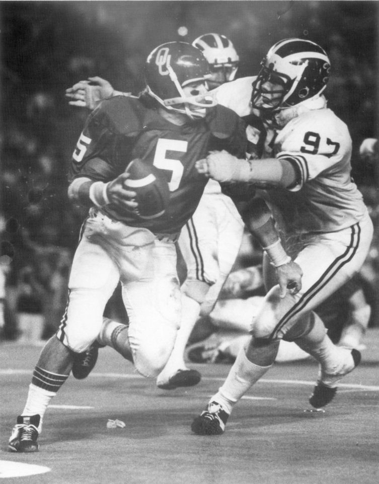 Photo - Steve Davis makes a run vs. Michigan in the 1976 Orange Bowl. OKLAHOMAN ARCHIVE PHOTO