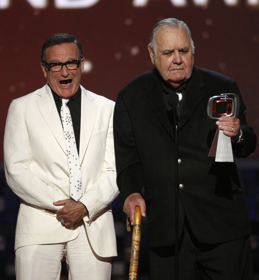 Photo - Robin Williams, left, presents Jonathan Winters with the pioneer award at the TV Land Awards on Sunday June 8, 2008 in Santa Monica, Calif. (AP Photo/Kevork Djansezian) ORG XMIT: CADC136